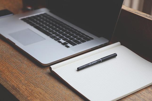 履歴書は手書きするべきか、PCで作るべきか、それが問題だ。